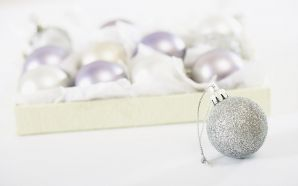 32 White Christmas Ball Christmas Ornaments