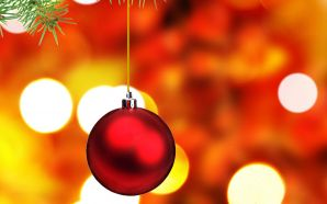 Free Red Christmas Ornament wallpaper