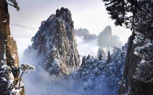 Huangshan Mountains in Winter in Anhui 2C China